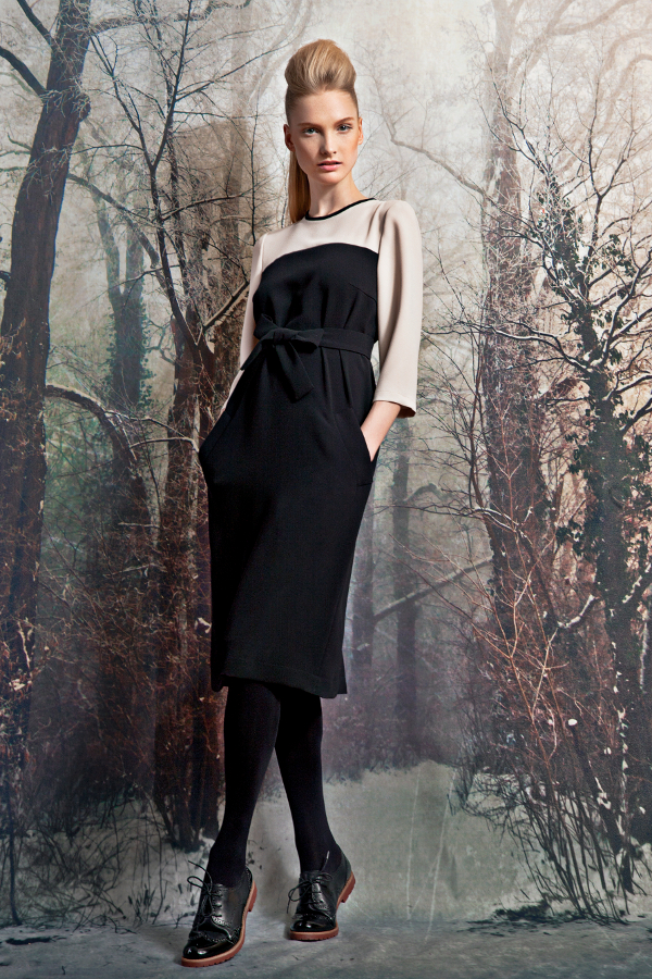 Colour block crepe dress with pockets and tie belt