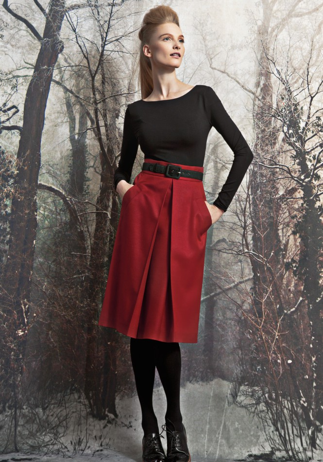 Woolen skirt with front pleat and pockets