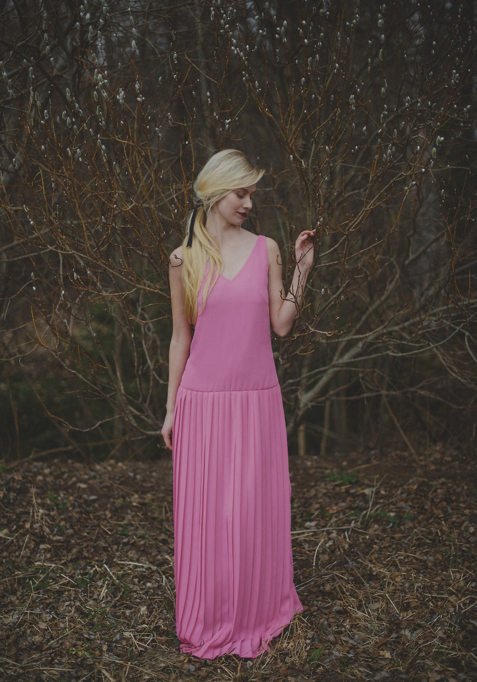 Straight pleat v-neck maxi dress
